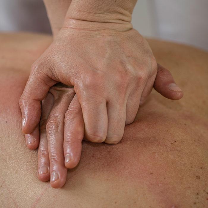 manuelle-therapie_physio-koerperschwung_700x700px