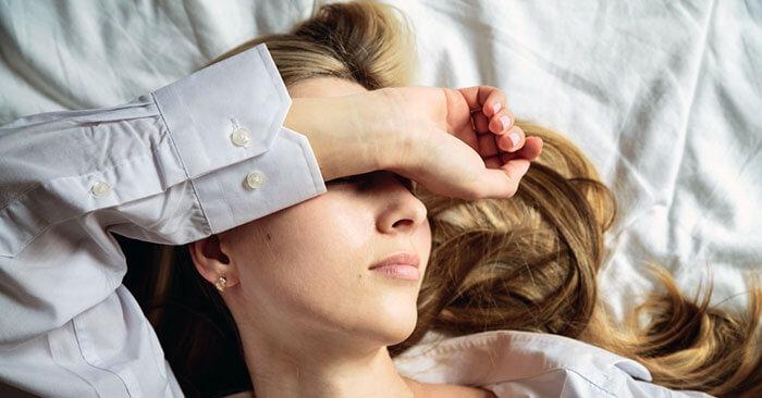 Behandlung von Kopfschmerzen bei Physiotherapie Körperschwung